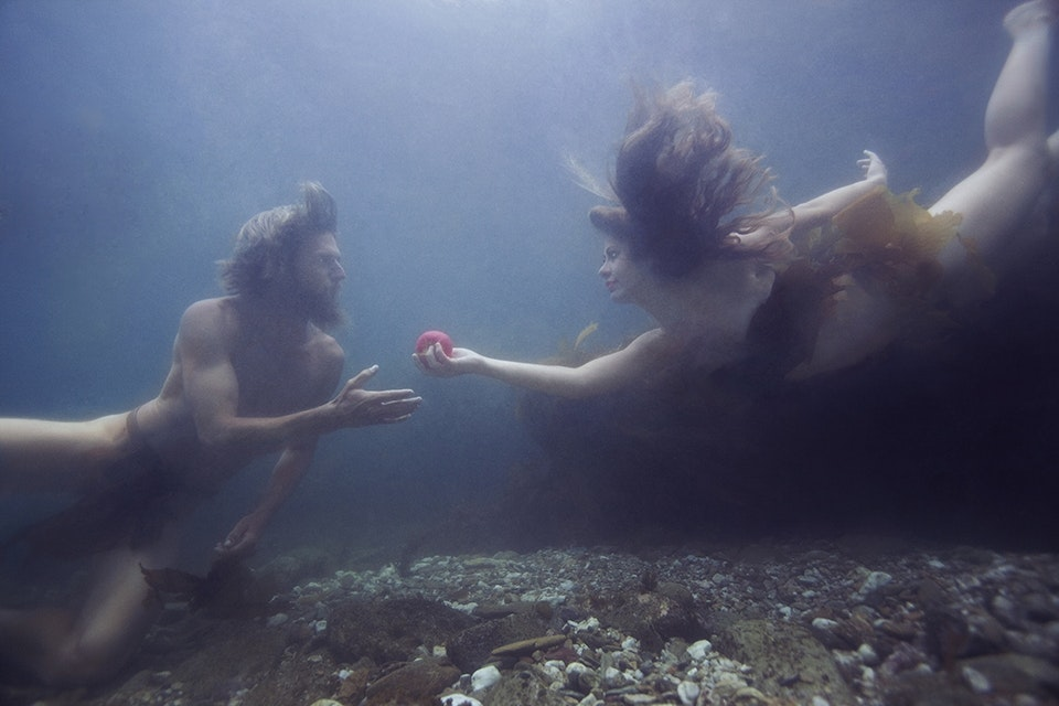 CORINA LINDER AND BARON MODEL AS ADAM AND EVE UNDERWATER NEAR CATALINA ISLAND. (PHOTOGRAPH BY © JENNY BAUMERT 2013.)