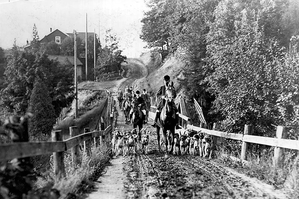 Hunters and dogsca.1907City of Toronto ArchivesFonds 1244, Item 159