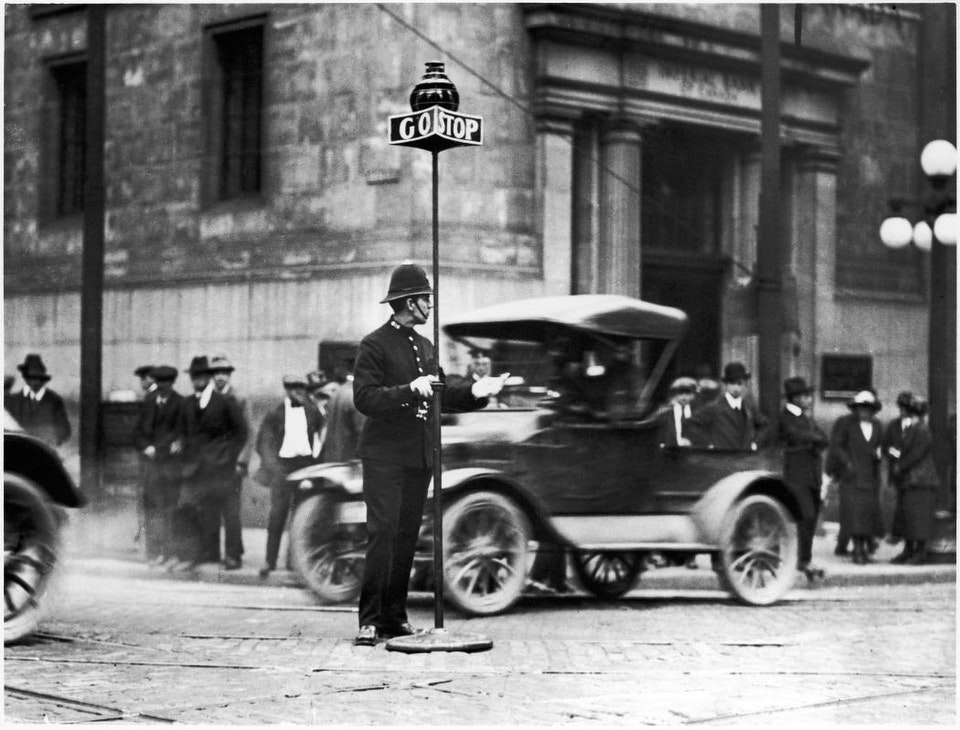 Policeman, corner of King and Yonge streets. - 1912