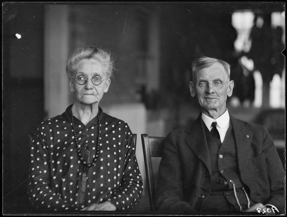 Mr. & Mrs. C.H. Read, golden wedding. - October 10, 1926