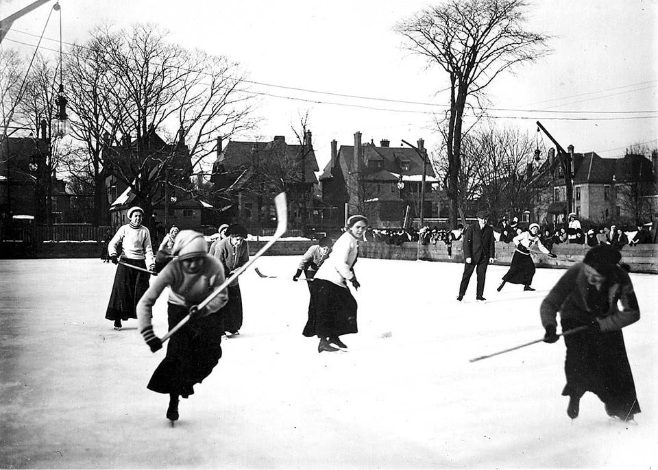 Women playing hockey Photographer: William Jamesca. 1912