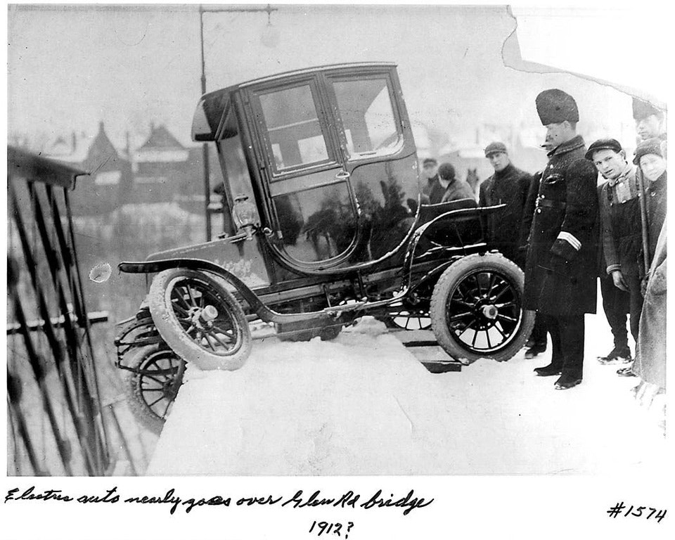 Electric car accident at Glen Road Bridge Photographer: William James1912