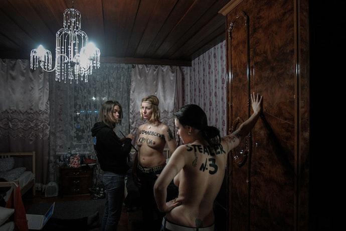 denis-sinyakov-10-photos-08