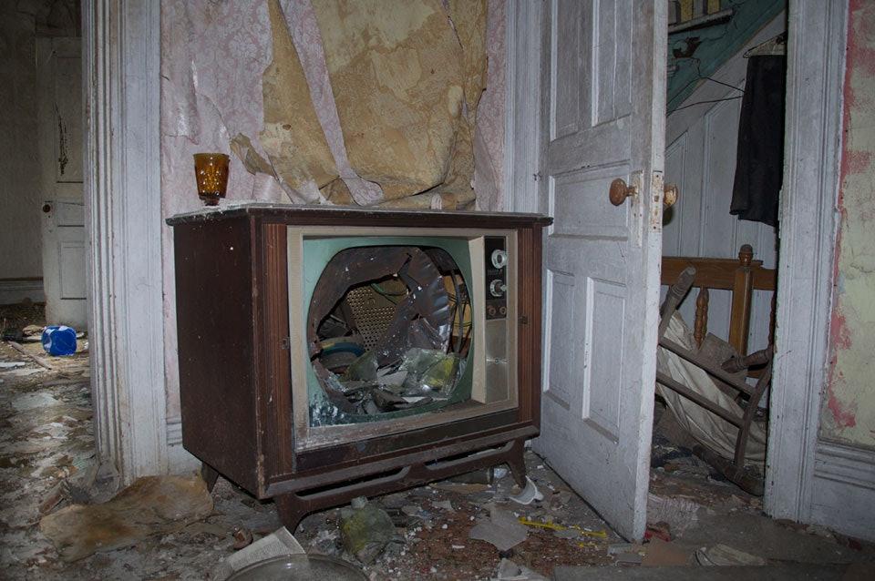 seph-lowless-09-detroit-inside