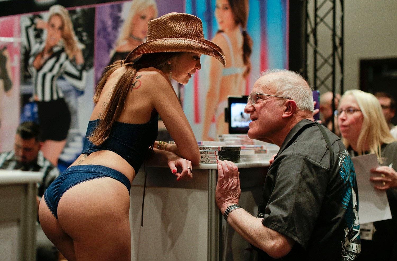 Видео с выставки секс индустрии