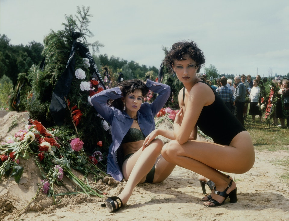 Fashion at the graveyard (2)
