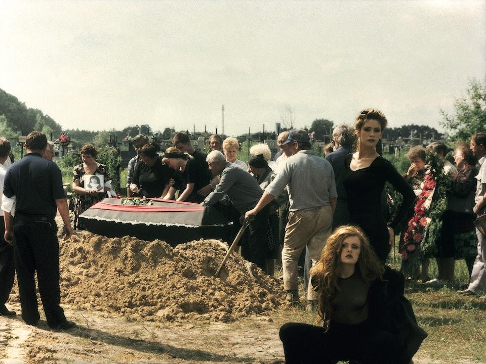 Fashion at the graveyard-min
