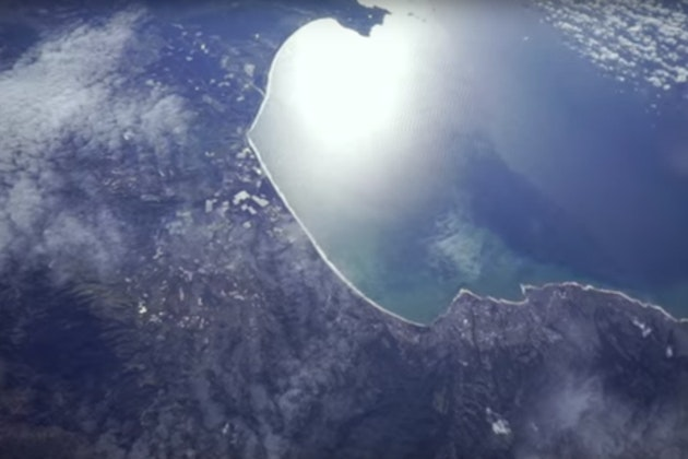 5 Cameras Attached to a Weather Balloon and Sent 28,000