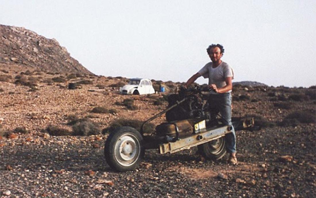 Как выбраться из марокканской пустыни, собрав самодельный мотоцикл Emile-leary_01