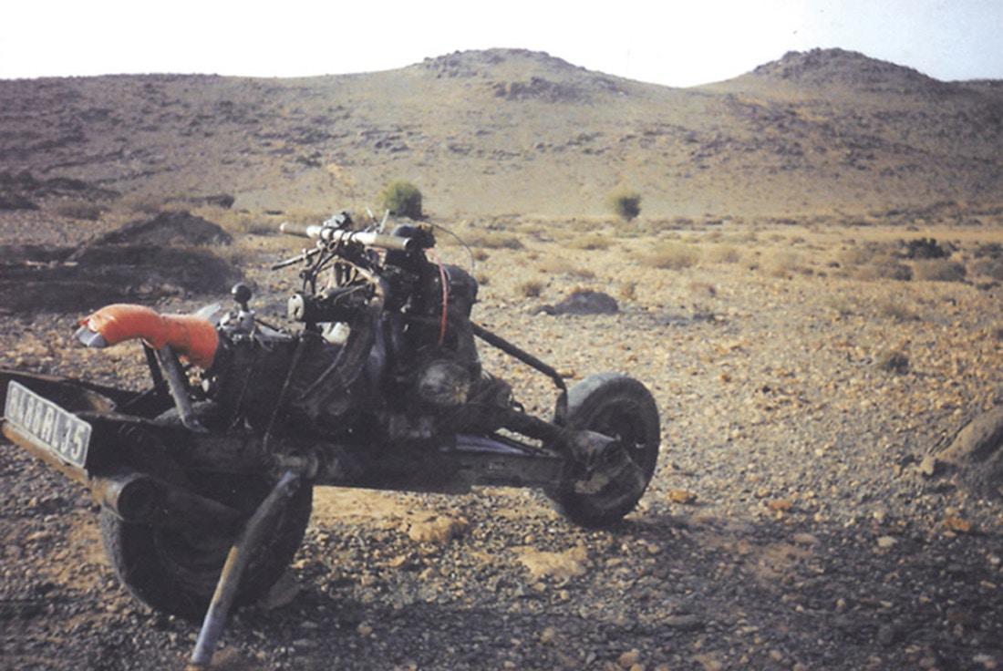 Как выбраться из марокканской пустыни, собрав самодельный мотоцикл Emile-leary_02