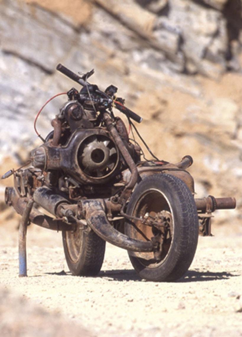 Как выбраться из марокканской пустыни, собрав самодельный мотоцикл Emile-leary_03