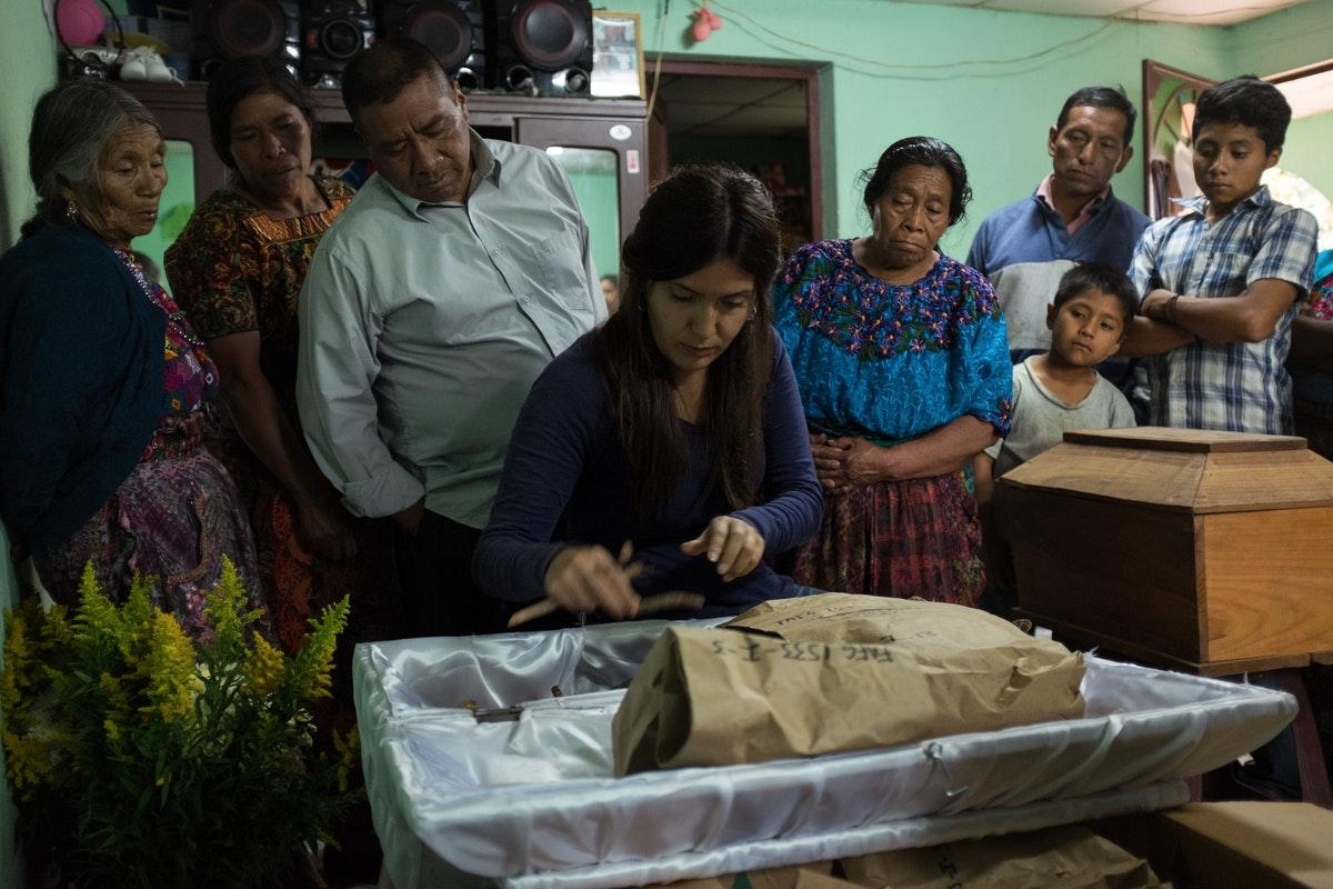 2015-10: Mass Burial in Santa Apolonia