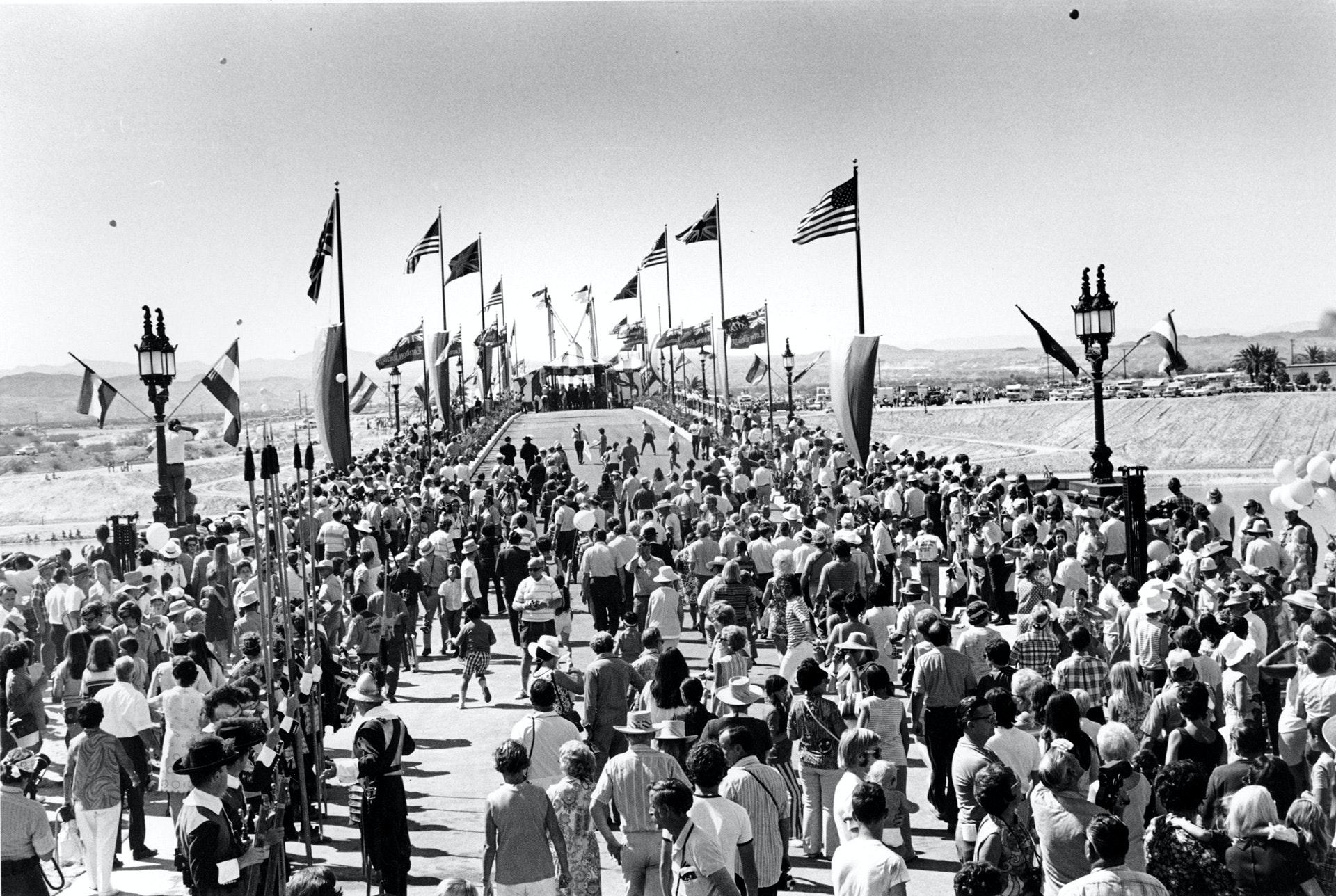Открытие Лондонского моста в Лейк-Хавасу-Сити, 1971 год. Фото: AP Photo / East News