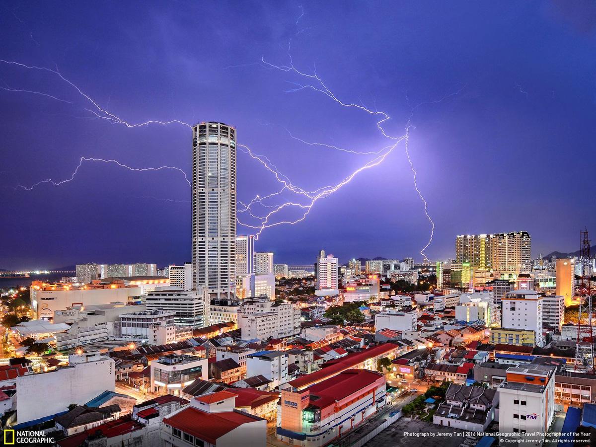 Фото: Джереми Тан. Celestial Reverie. Третье место в категории «Города»