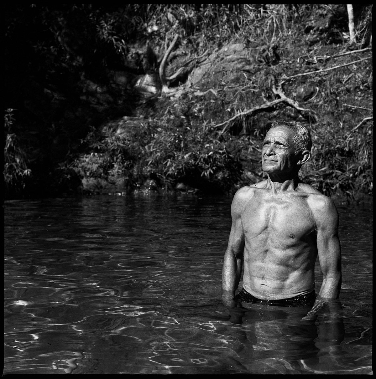 Из серии «Потреты». В начале 1970-х годов Йозас «Джонас» Гонсалес был партизаном. Фотография сделана в регионе Арагуая, где он сражался против армии Бразилии.
