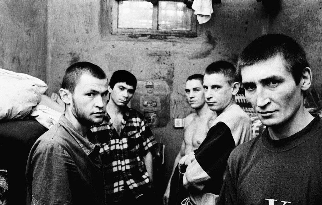 glyadyelov_prison002