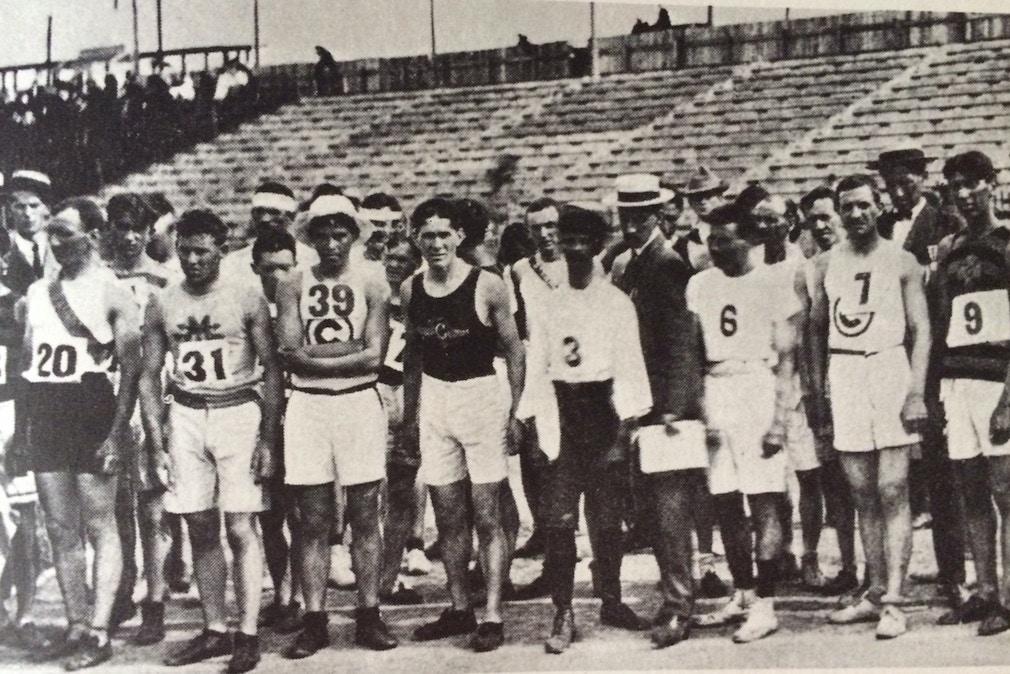 Перед стартом марафона на Олимпиаде в Сент-Луисе. Фото: theolympians.co