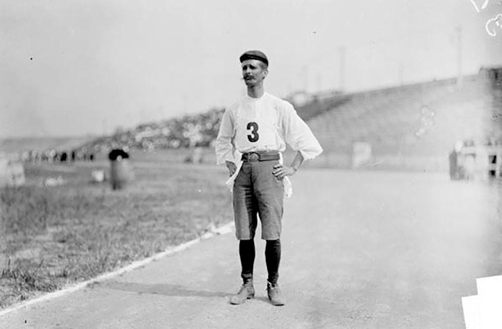 Кубинский бегун Феликс Карвахаль на Олимпиаде 1904 года. Фото: Chicago Historical Society