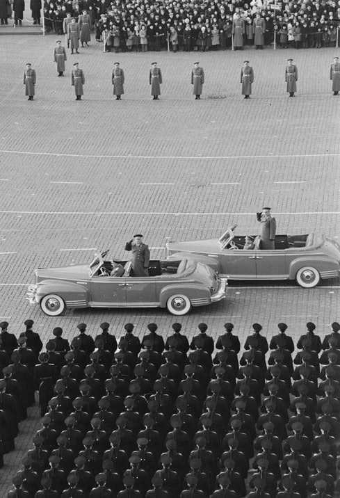 Аркадий Шайхет. Министр обороны Г.К.Жуков принимает парад на Красной площади. Москва.  7 ноября 1955