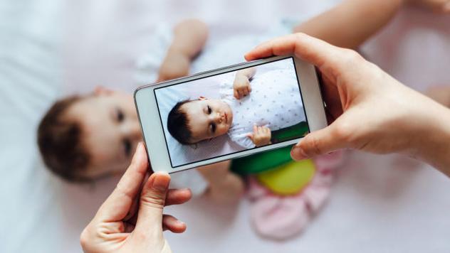 Австрийка засудила родителей запубликацию еедетских снимков