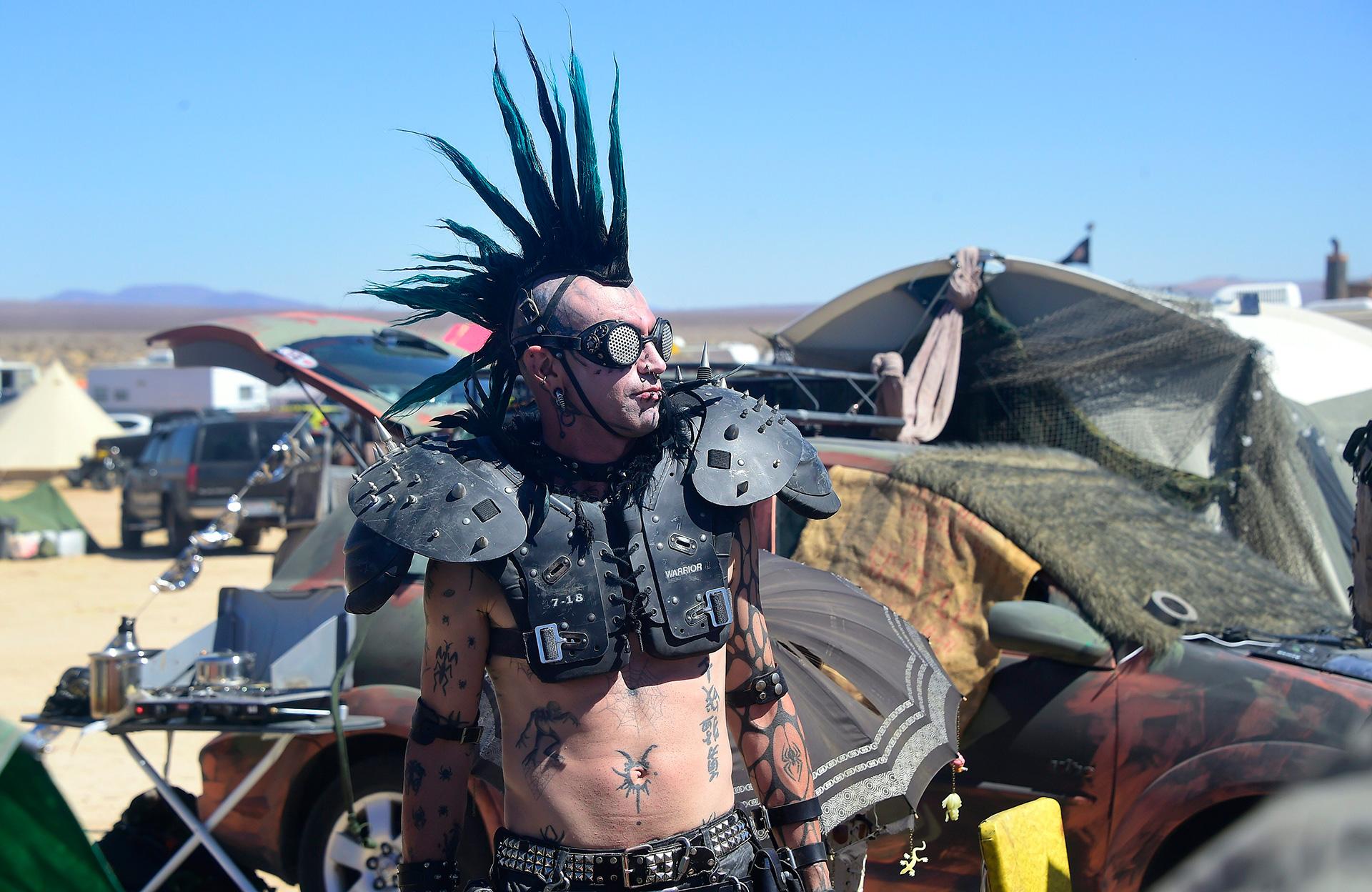 Burning Man нервно курит