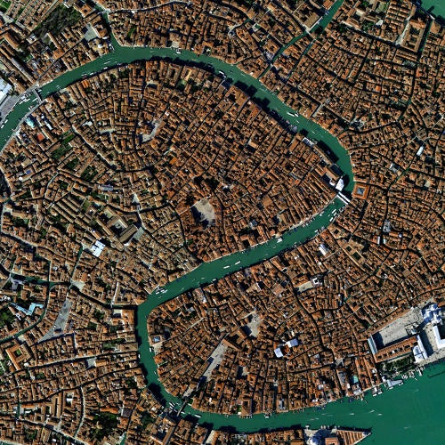 3066061-slide-venicesatdraw8k180645437321233072target-neural-networks-transform-one-city-into-another