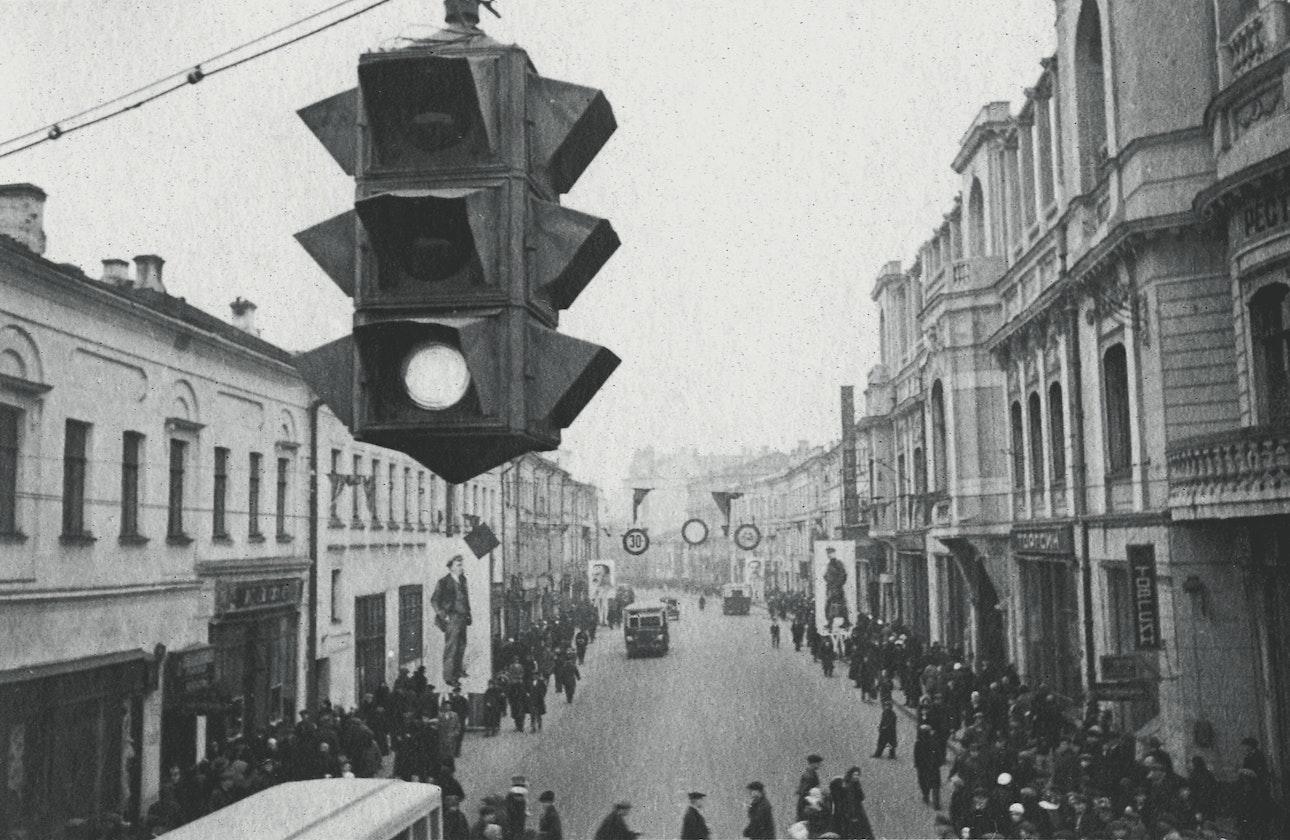 pervyj-svetofor-na-arbate-moskva-1934