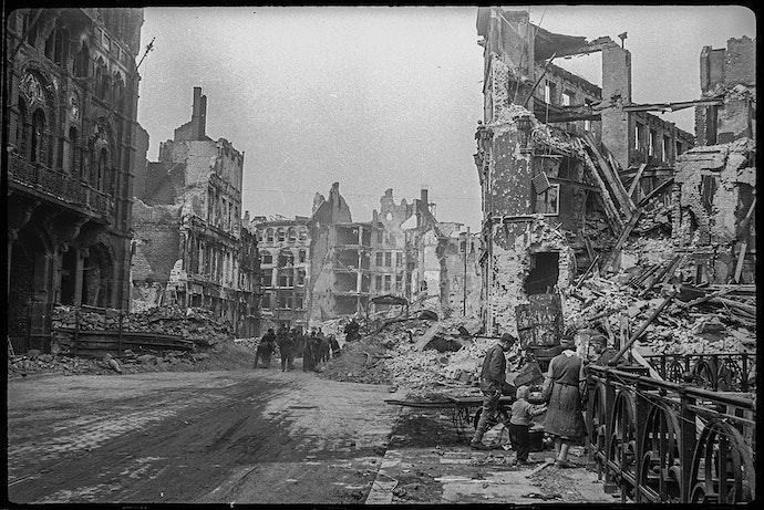 Берлин, май 1945. Расчистка улиц Берлина.