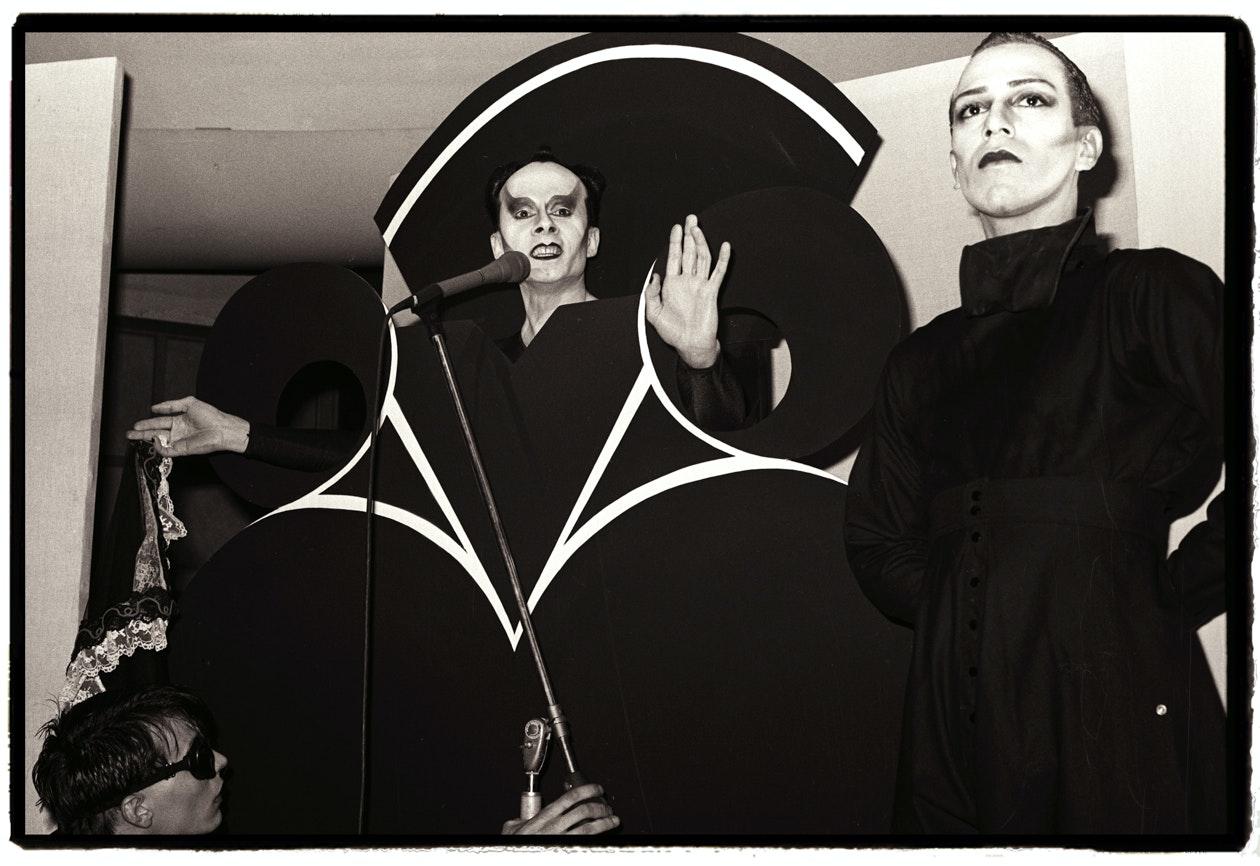 Klaus Nomi performs, with Joey Arias, 1980