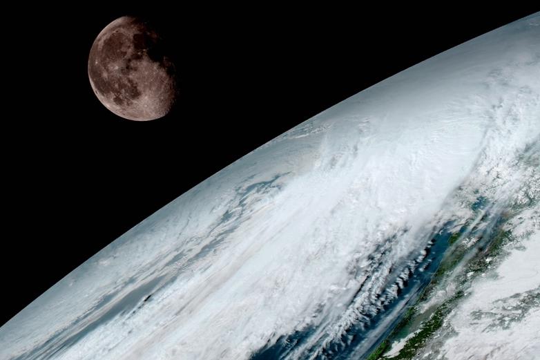 Новый метеоспутник NASA сделал «семейное фото» Земли иЛуны