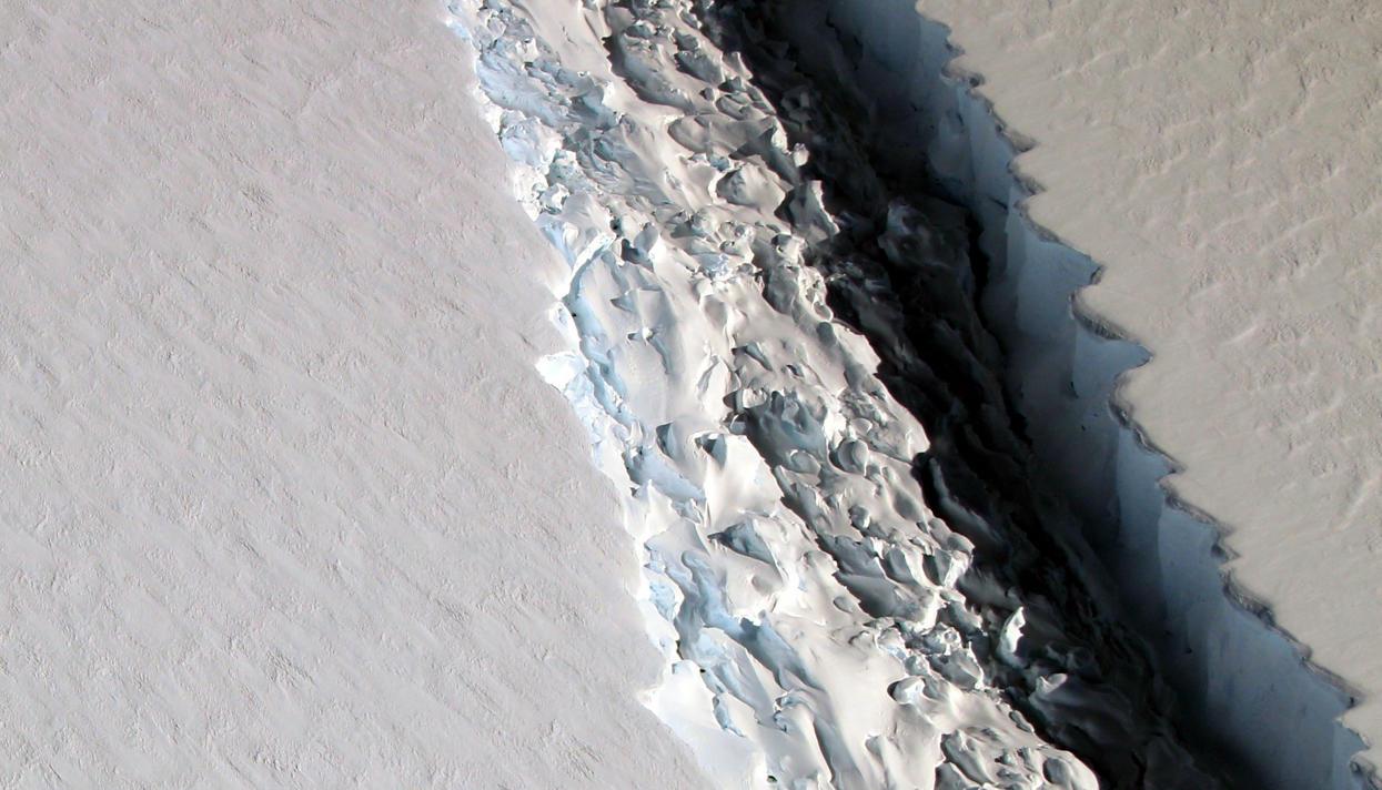 Трещина вантарктическом ледяном шельфе подросла на20км за2 месяца