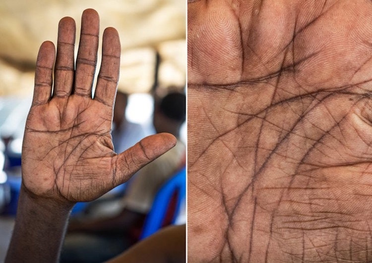 hands-story_06