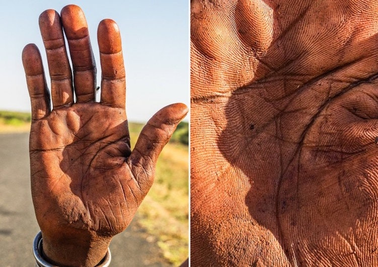 hands-story_09