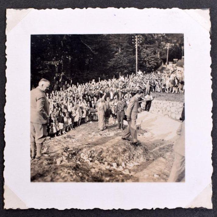hitler-album-auction_02
