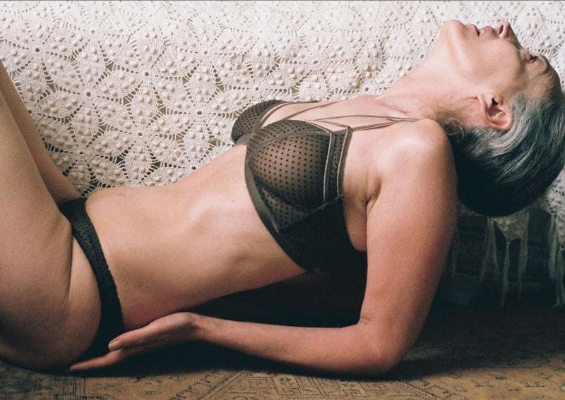 56-летняя модель снялась для марки нижнего белья. Мерси Брюэр для Lonely Lingerie. Интернет — журнал birdinflight.com