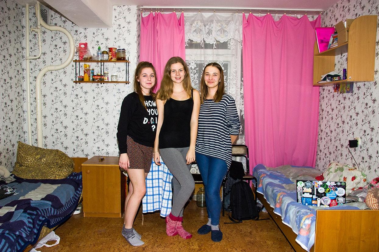 studentka-v-korotkoy-yubke