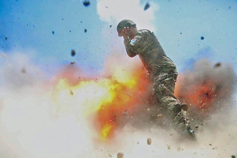 army-photographer-captured-blast-killed-her_01