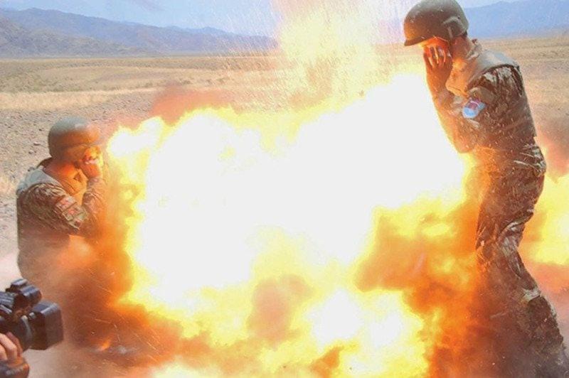 army-photographer-captured-blast-killed-her_02