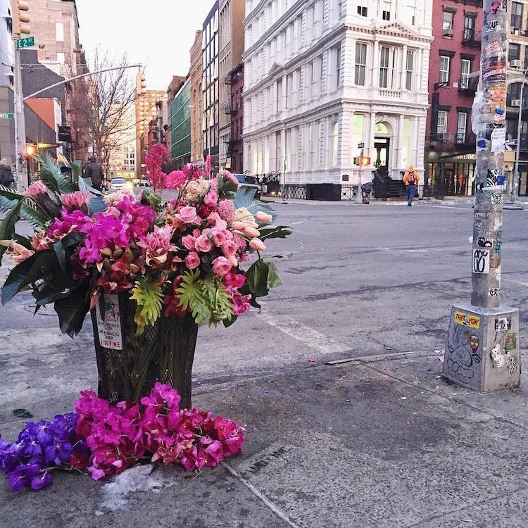 trash-can-flowers-nyc-lewis-miller_02