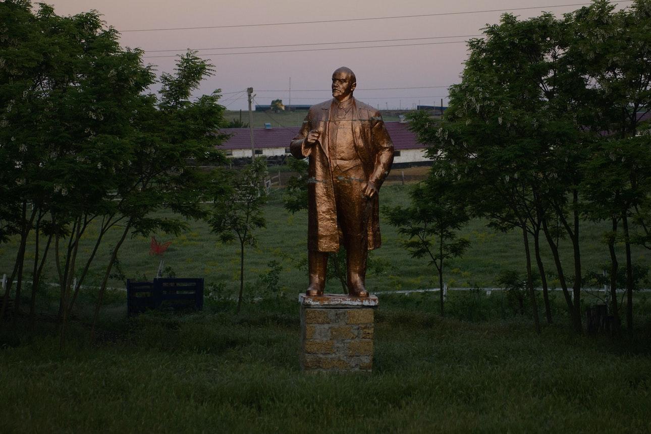 Statue_cover