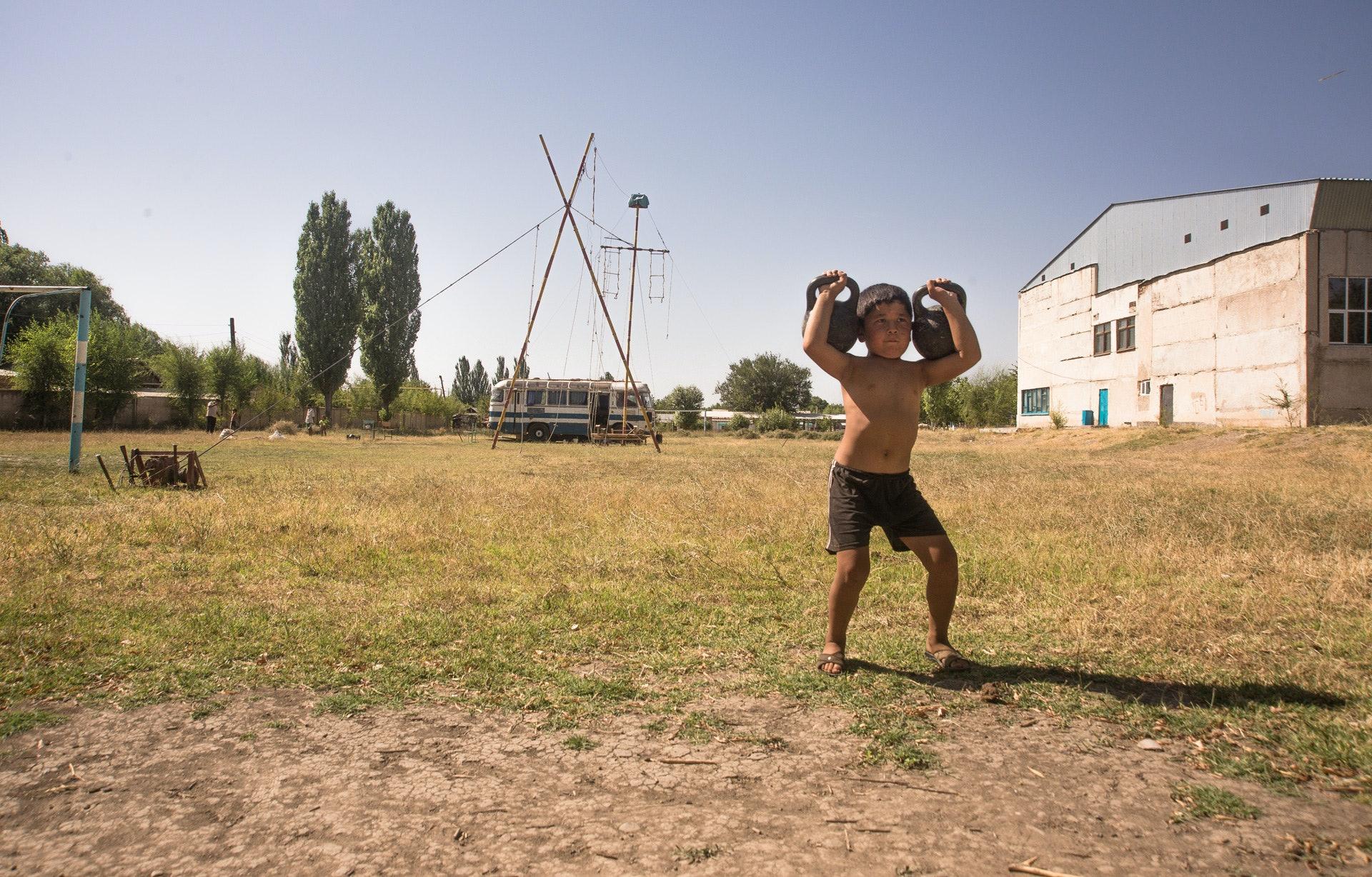 Circus-Ongarbaev_07