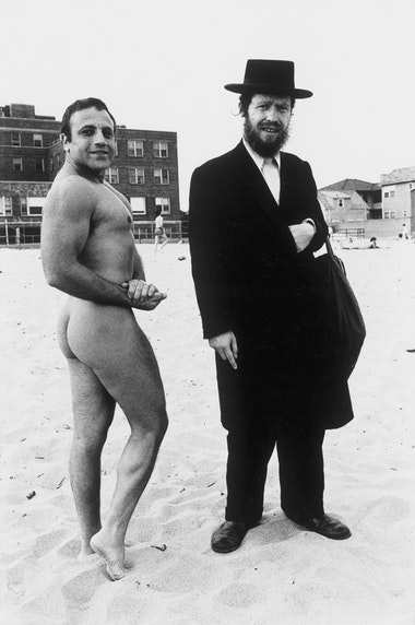 Hassid-and-Jewish-Bodybuilder-1980