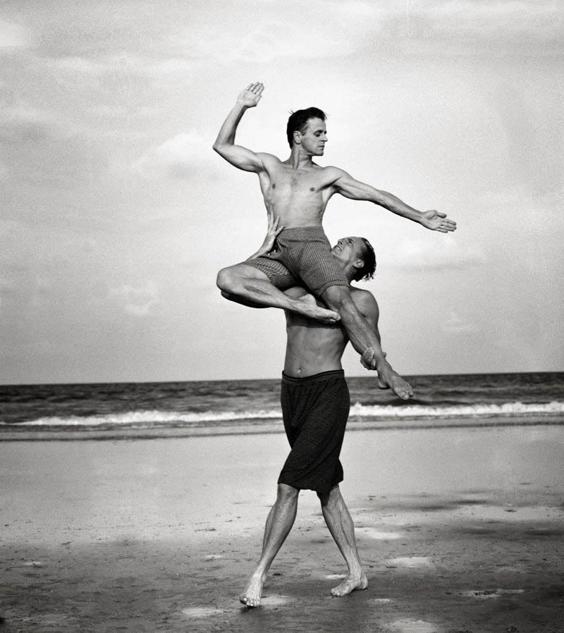 Михаил Барышников и Роб Бессерер в танце