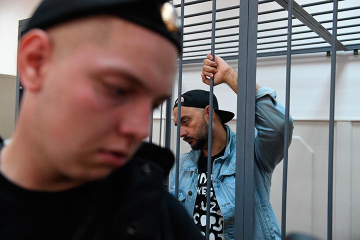 Следователи потребовали домашнего ареста для Кирилла Серебренникова