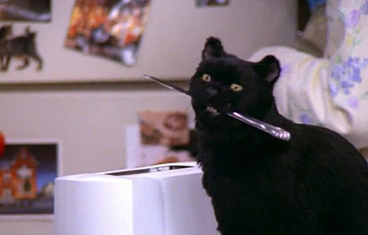 CWготовит мрачный перезапуск сериала «Сабрина— маленькая ведьма»