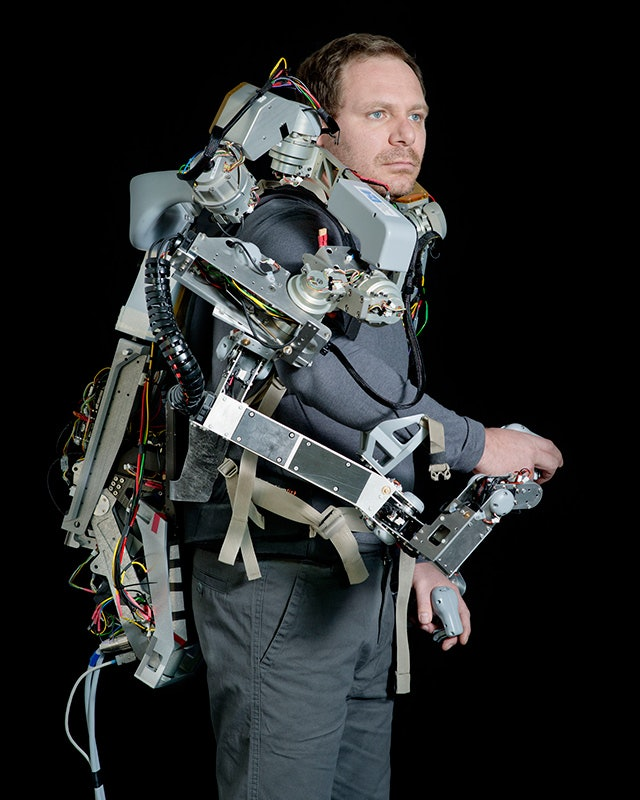 Jakob-Weber---Exoskelett-(from-the-series-'Uncanny-Valley')