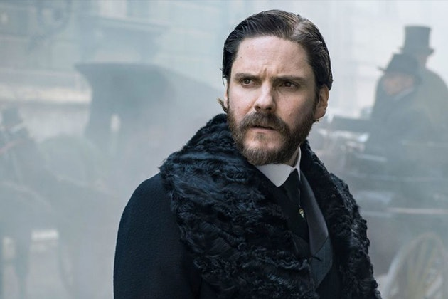 https://birdinflight.imgix.net/wp-content/uploads/2017/11/alienist-trailer_cover.jpg?fm=pjpg&q=80&fit=crop&crop=faces&w=630&h=420