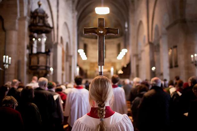 Церковь Швеции закончит называть Творца Господом. так как оннемужчина
