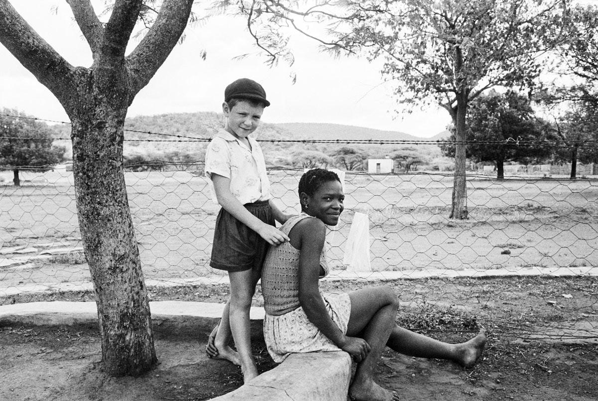 11-a-farmers-son-with-his-nursemaid-heimweebergnietverdiend-1964