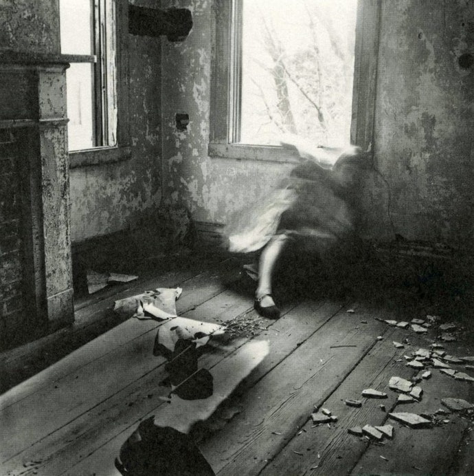 Francesca Woodman_House 3, Providence, 1975-76